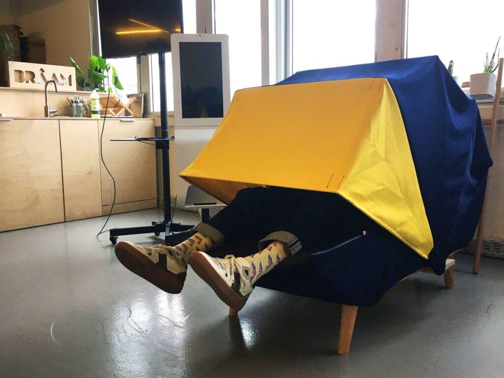 collaborateur dans cocon de sieste chez braam